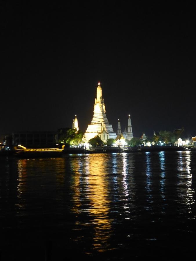 explorer bangkok la nuit